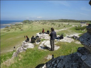My class and professor eating lunch on a Gotland cliff!